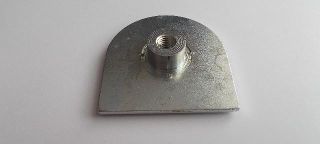 Iż dolny element amortyzatora skrętu
